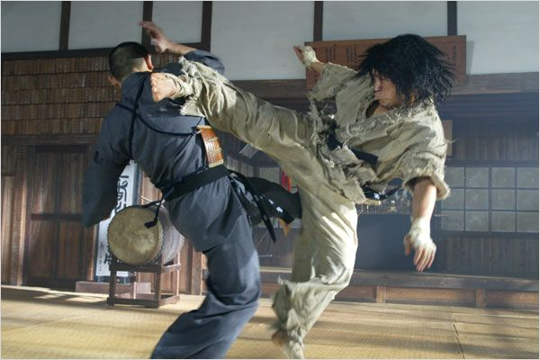 http://www.martialartsactionmovies.com/wp-content/uploads/2013/01/baedal-kicking-ass.jpg